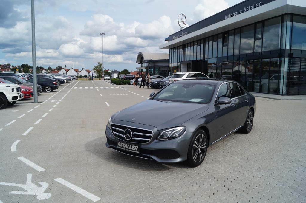 Mercedes-Benz E 450 4M Avantgarde+Pano+Wide+Multibea+DAB+360°, Jahr 2019, Benzin