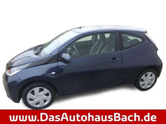 Toyota AYGO x-play/Klima/Metallic-Lackierung/Funkfern., Jahr 2015, Benzin