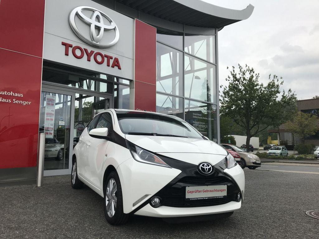 Toyota Aygo x-play touch, Jahr 2016, petrol