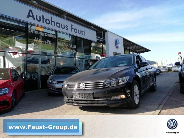 Volkswagen Passat Comfortline UPE 35000 EUR Navi Climatronic, Jahr 2016, Benzin