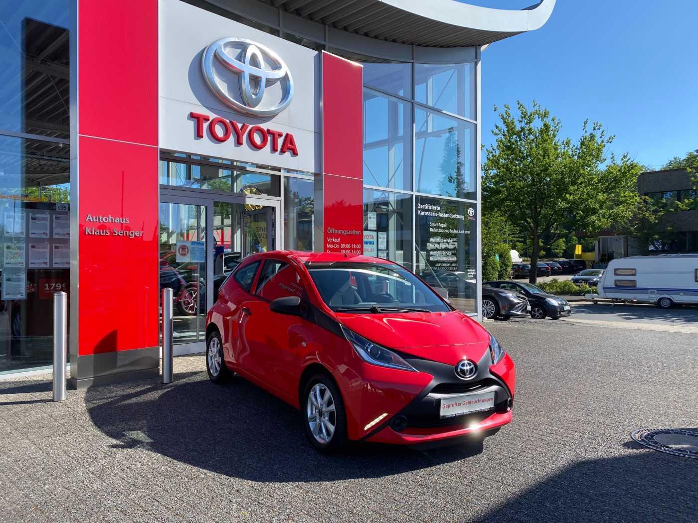 Toyota Aygo x mit 15 Zoll LM und neue Sommerreifen, Jahr 2016, Benzin