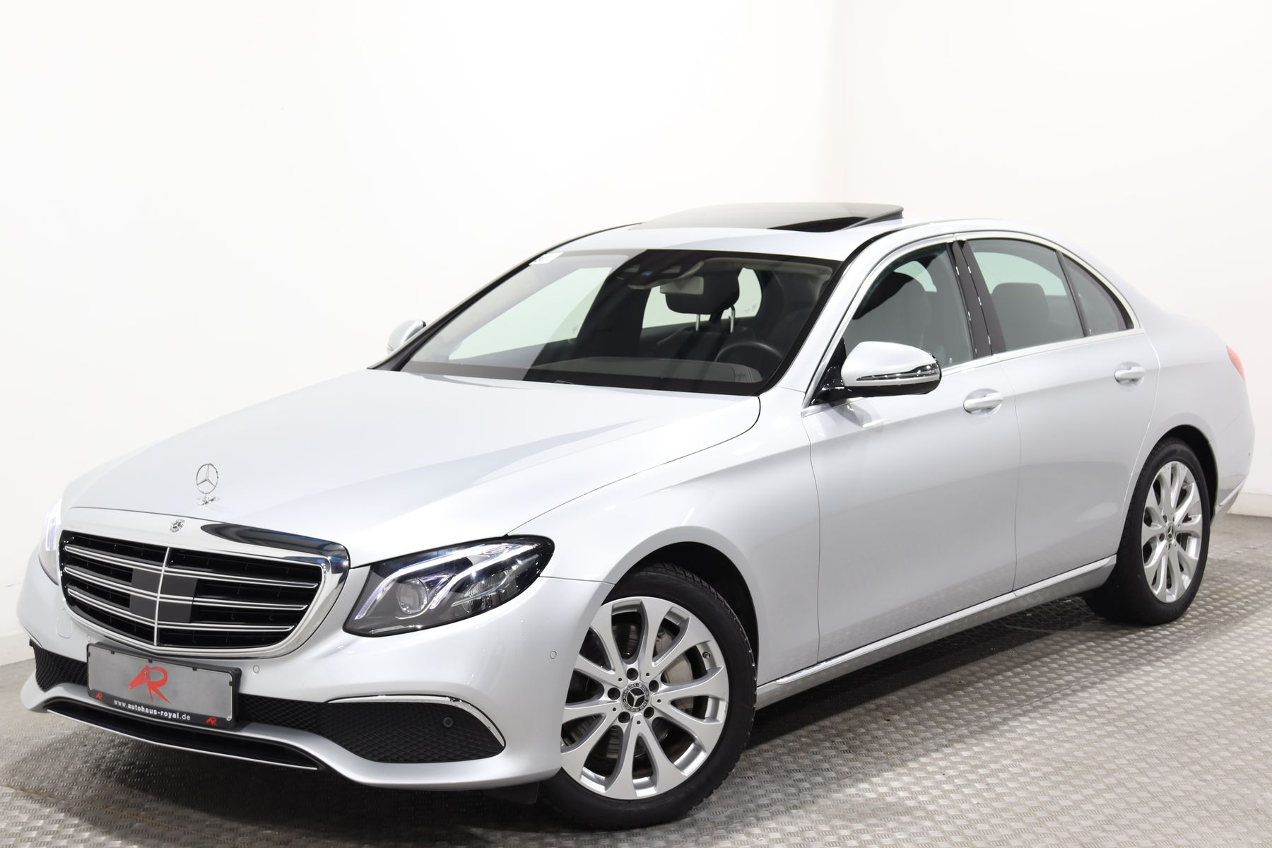 Mercedes-Benz E 300 AIRMATIC,WIDESCREEN,KAMERA,MEMORY,DISTRO, Jahr 2017, Benzin