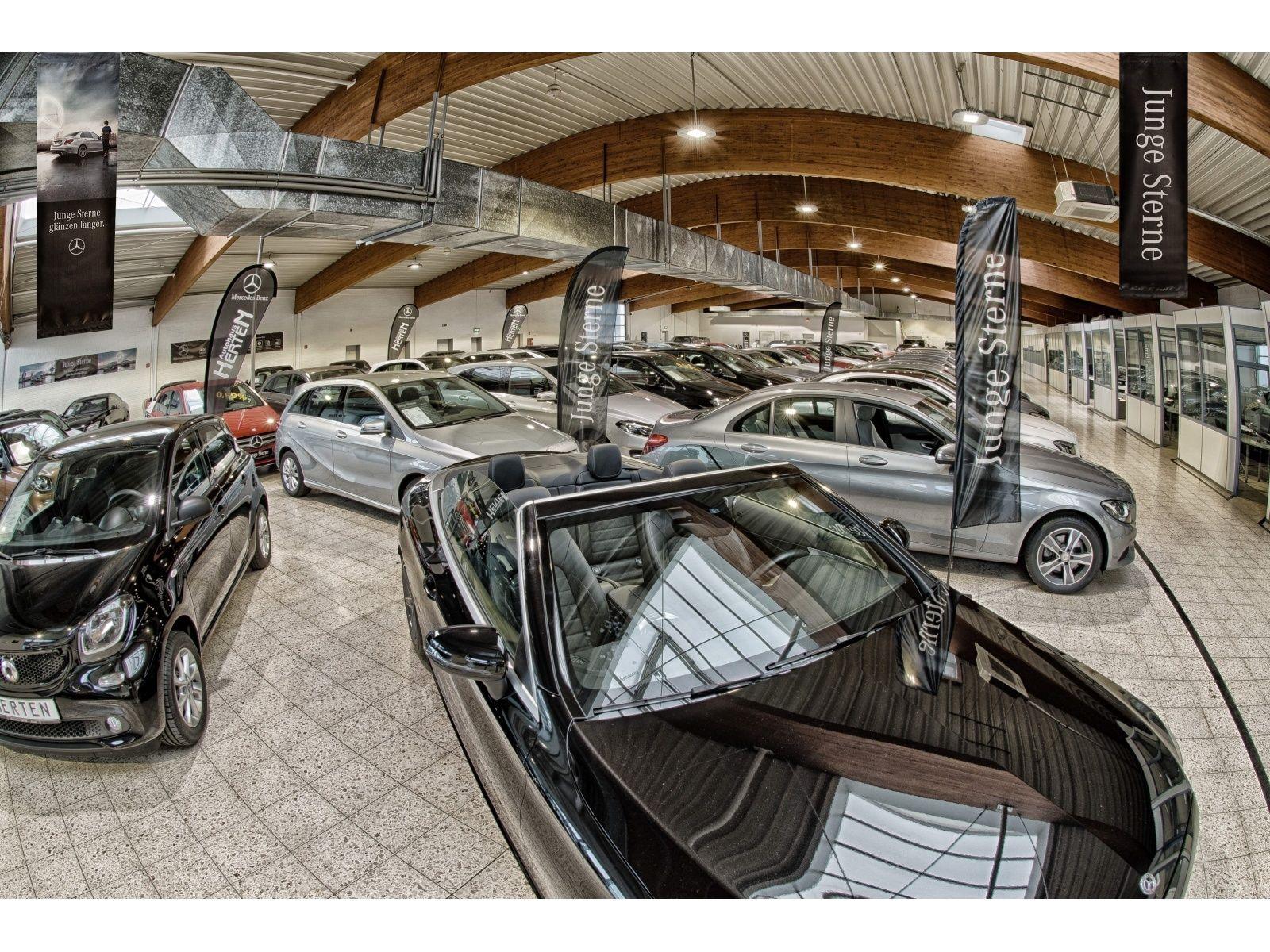 Mercedes-Benz SLC 300 Final Edition COMAND MAGIC SKY ILS DISTR, Jahr 2020, Benzin
