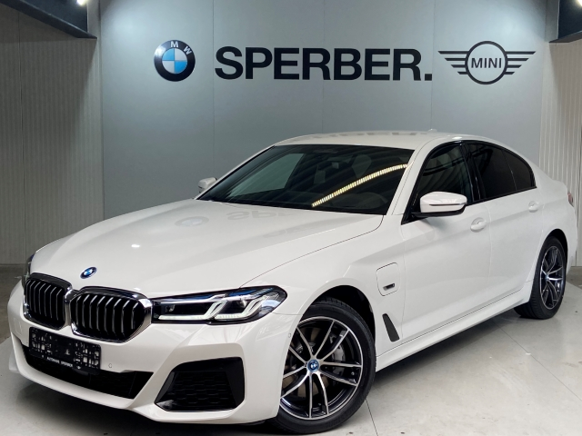BMW 545 e xDrive M Sport, Laser,Leder,Navi,HUD,ACC,Rückfahrkam., Jahr 2021, Hybrid