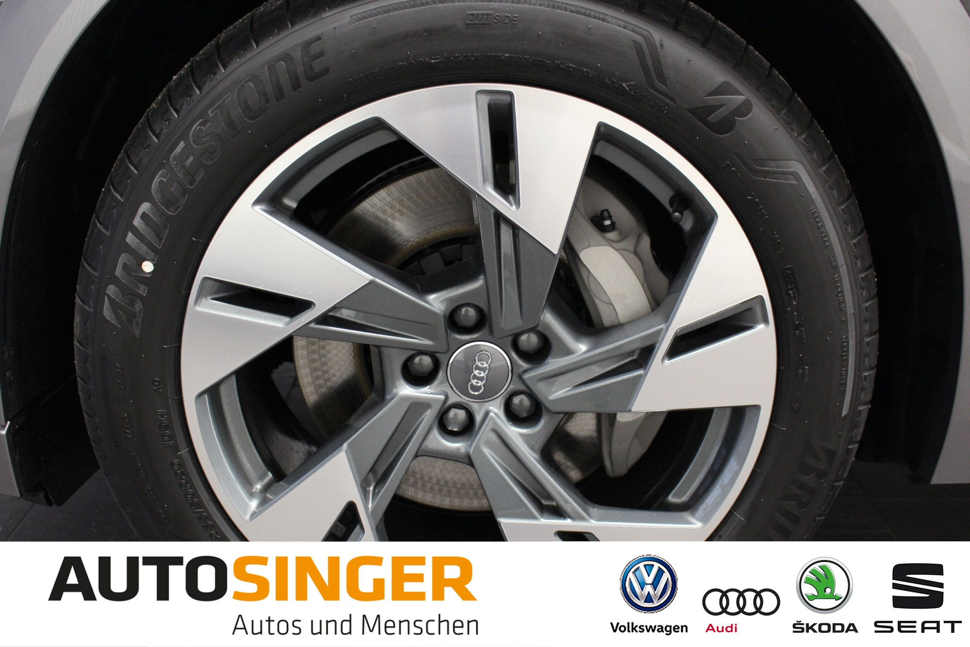 Audi e-tron 55 advanced *ACC*R-Cam*Alcantara*E-Sitze*, Jahr 2019, electric
