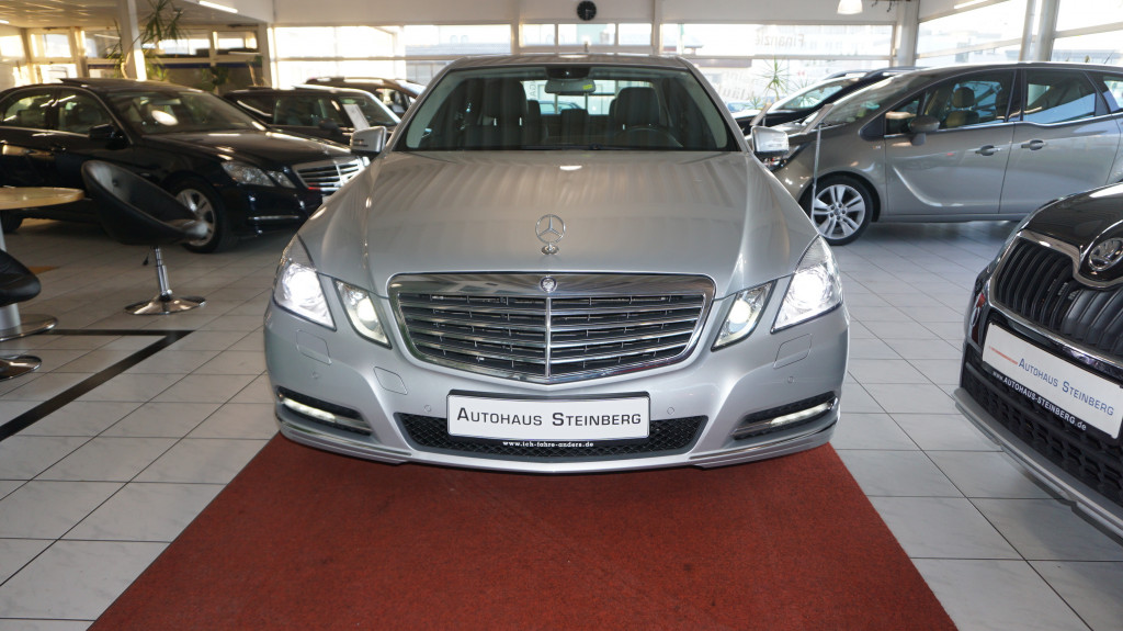 Mercedes-Benz E 300 7G-TRONIC NAVI/LEDER/SHZ/ALLRAD/XENON/SHZ/TEMPOMAT, Jahr 2012, petrol