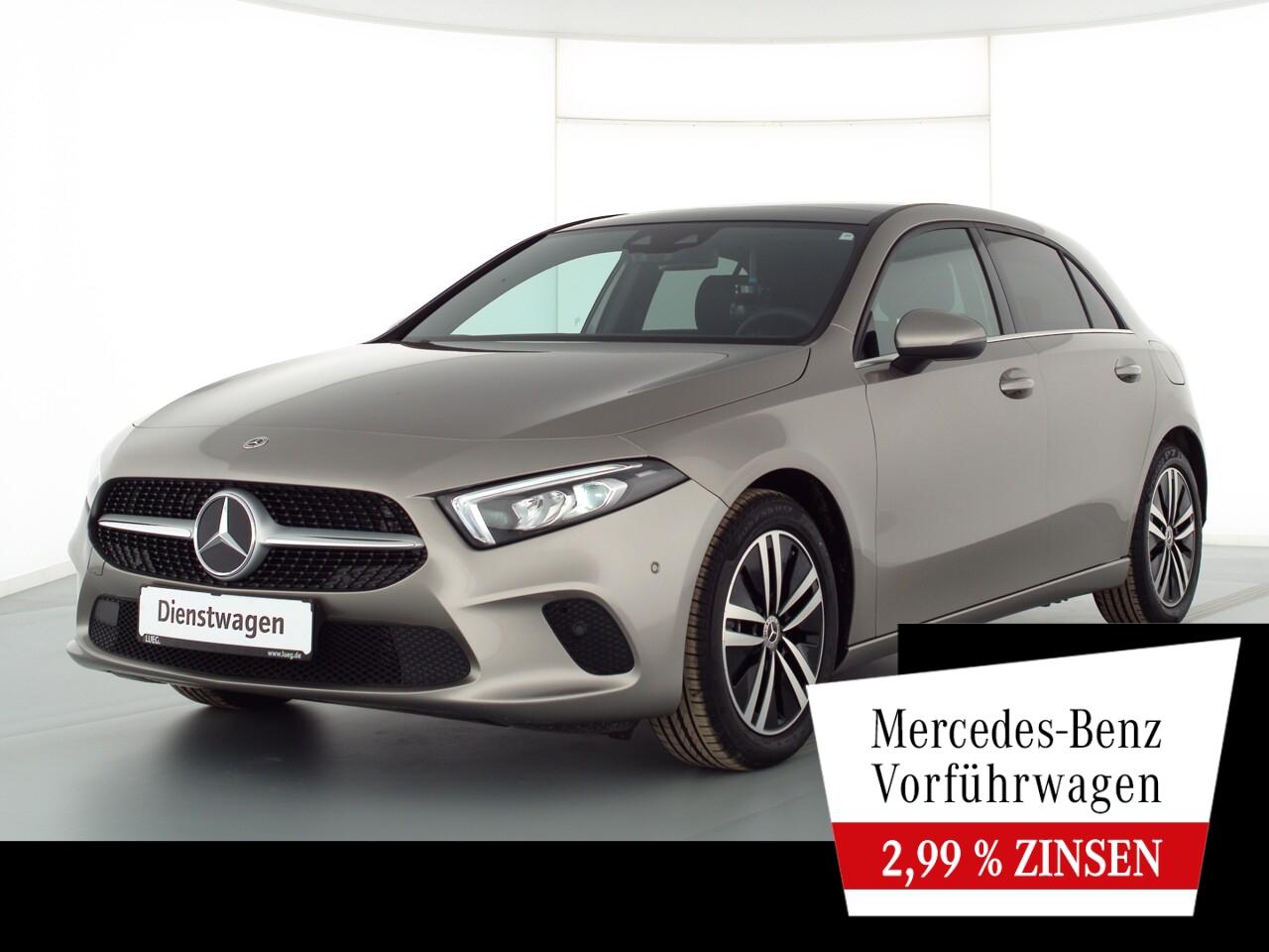 Mercedes-Benz A 180 STYLE+17''+PANO+AHK+TOTW+KAMERA+MBUX-HIGH, Jahr 2021, Benzin