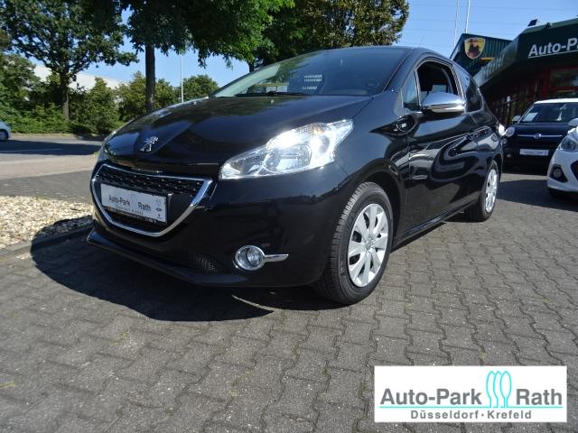 Peugeot 208 Style 1.2 82PS *PDC/Tempomat/Freisprech/Panoramadach*, Jahr 2015, Benzin