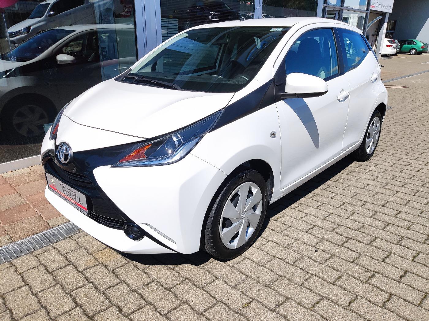 Toyota AYGO x-play 5 trg.Klima Bluetooth, Jahr 2016, Benzin