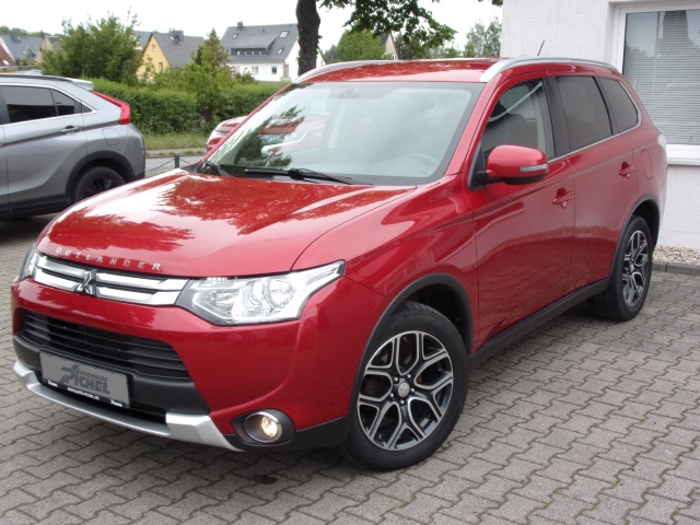 Mitsubishi Outlander 2.2 DI-D Klassik Kollektion+ 4WD,NAVI,RÜCKFAHRKAME, Jahr 2015, Diesel