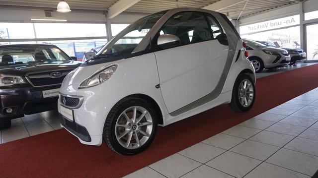 smart fortwo coupe AUTOMATIK+KLIMA+PANO+ALUFELGEN, Jahr 2013, Benzin